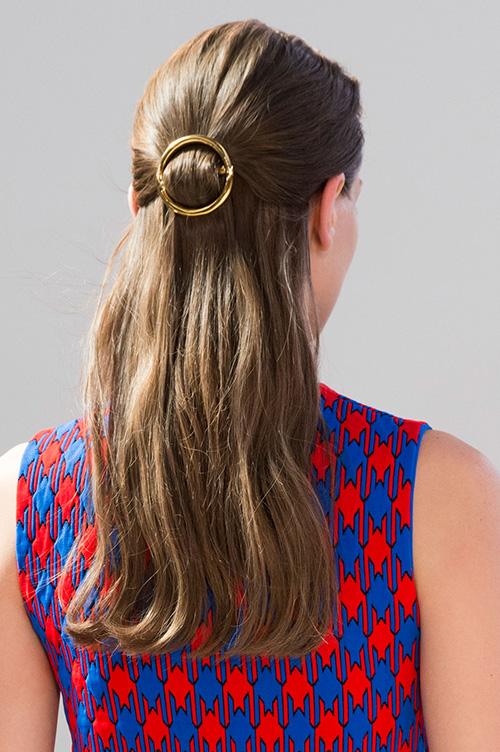 celine-circle-hair-clip